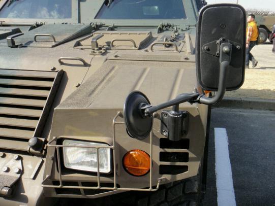 軽装甲機動車 12