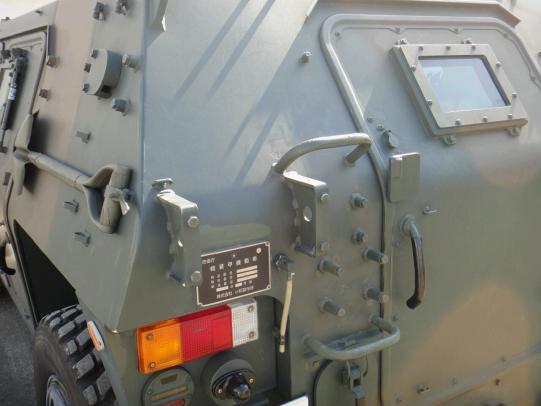 軽装甲機動車 4