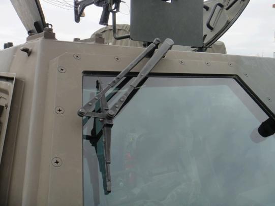 軽装甲機動車 11