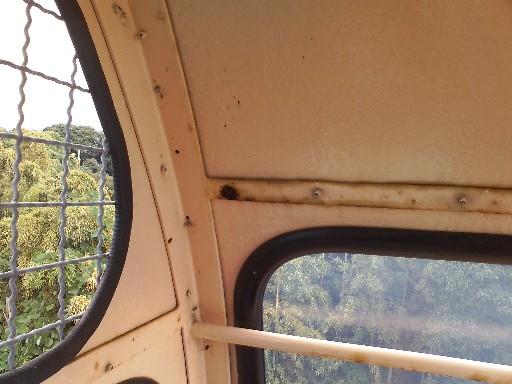 福岡市動物園・観覧車の腐食部分