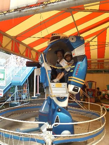 福岡市動物園・遊戯施設のロボ横