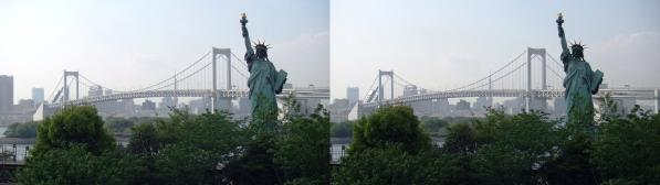自由の女神とレインボーブリッジ(交差法)