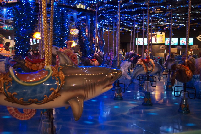 サメのメリーゴーランド