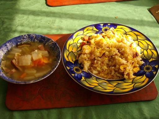 チャーハンとスープ