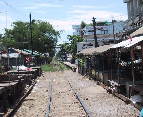 1-Thai train2