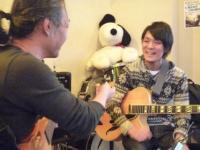g村山義光講師と受講者ギター奏者