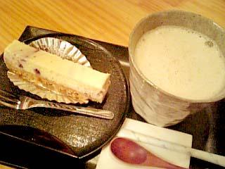 issa ほうじ茶ラテ+豆乳チーズケーキ