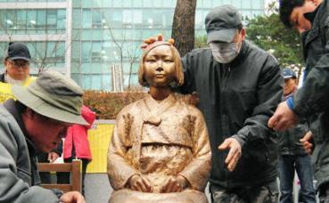 従軍慰安婦 日本大使館 銅像