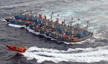 中国漁船団VS韓国海洋警察