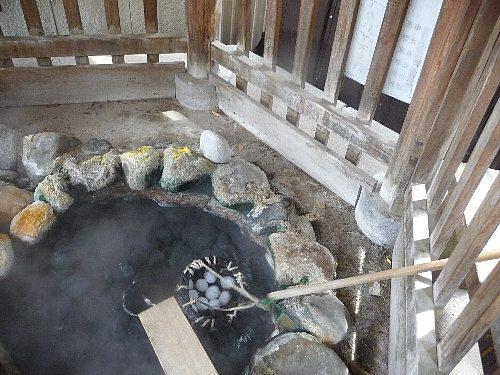 温泉卵作り(川原湯)