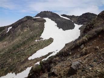 伏拝岳(外輪山)付近からの新山