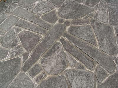 石のトンボ