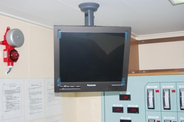 荷役制御室-甲板監視