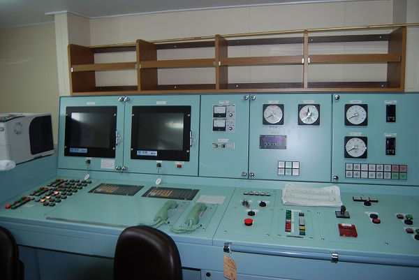 荷役制御室-エンジン関連