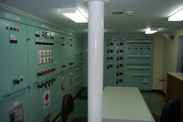 機関室-制御室-3