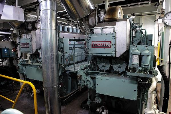 コンパクトな船首発電機室2
