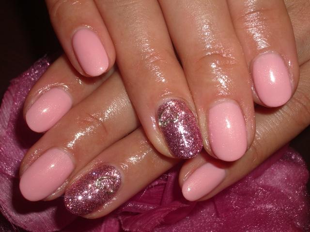 カラーピンク×ラメピンクハートパーツネイル