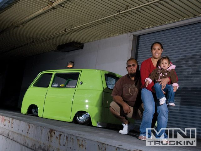0909mt_08_z+1969_subaru_360van+edgar_and_evelyn_hernandez.jpg