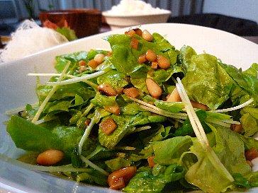 091109サンチュと松の実のサラダ
