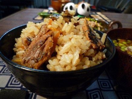 100414さんまの蒲焼缶たきこみご飯
