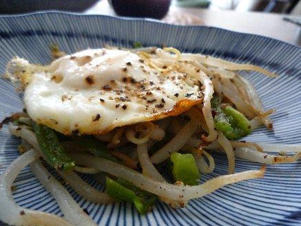 100506目玉焼きと野菜