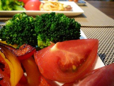 100529トマトとブロッコリー