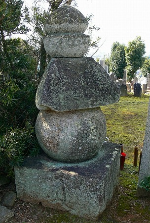 伴墓重源三角五輪塔