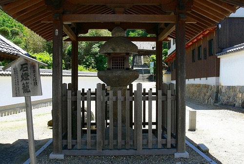 当麻寺石燈籠