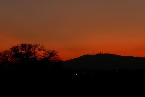 夕焼けの生駒山