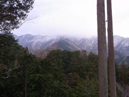 雪雲の三峰
