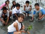 子供たちと植樹