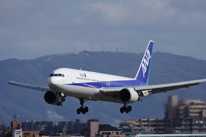 ANA B767-381 ANA25@スカイランドHARADA(by 40D with EF100-400/4.5-5.6L IS)