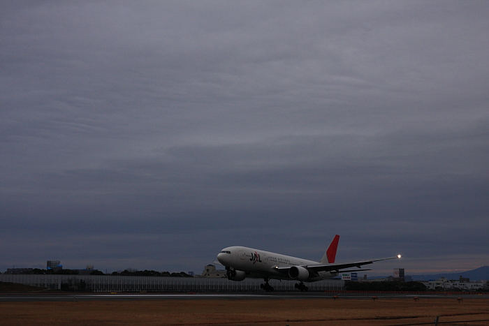 JAL B777-246 JAL101@スカイランドHARADA周辺(by 40D with SIGMA 18-50/2.8EX DC)