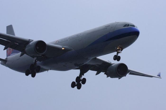 CAL A330-302 CI156@KIX RWY24Lエンド(by 40D with EF100-400/4.5-5.6L IS)