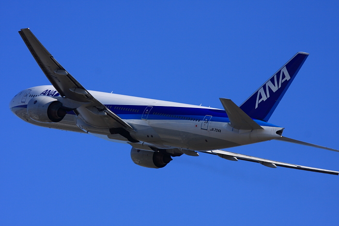 ANA B777-281 ANA771@リサイクルセンター周辺(by 40D with EF100-400/4.5-5.6L IS)