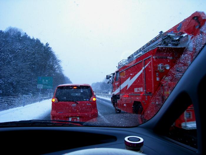 2009/12/31朝・山陽自動車道事故渋滞中(by IXY DIGITAL 910IS)