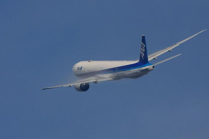 ANA B777-381ER ANA2176@RWY14Rエンド・猪名川土手(by 40D with SIGMA APO300/2.8EX+APO TC2x)