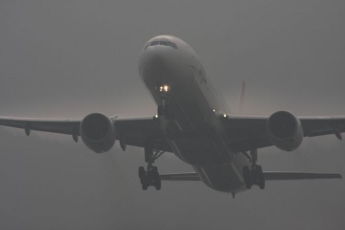 JAL B777-346 JAL2081@RWY14Rエンド・猪名川土手(by 40D with SIGMA APO300/2.8EX+APO TC2x)