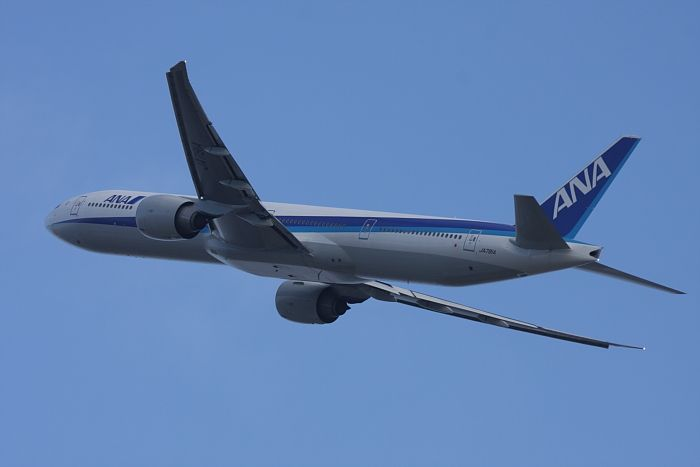 ANA B777-381ER ANA2176@伊丹市内某所(by 40D with EF100-400/4.5-5.6L IS)