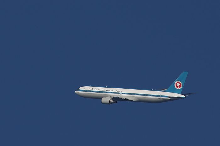 ANA B767-381 ANA9006モヒカン塗装@伊丹市内某所(by 40D with EF100-400/4.5-5.6L IS)
