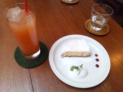 ベイクドチーズケーキ&グレープフルーツジュース