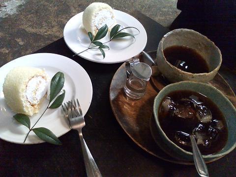 コーヒー&ロールケーキ