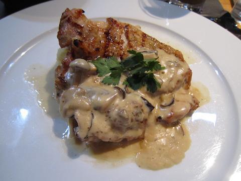 若鶏とポルチーニ茸のクリームソース