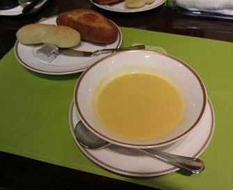 本日のスープ、パン
