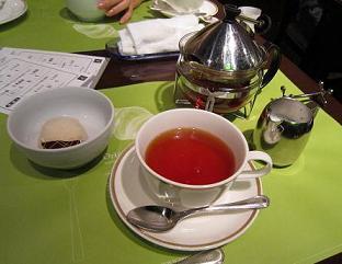 へーゼルナッツアイス、紅茶