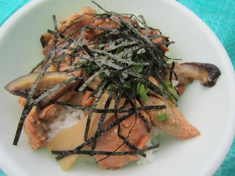 鮭ときのこのバターしょうゆ丼