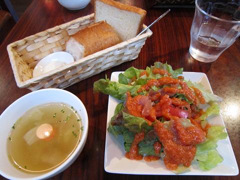 サラダ、スープ、パン
