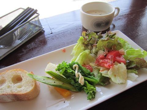 前菜、サラダ、パン、スープ