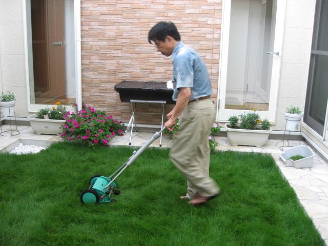 芝刈り(社長)