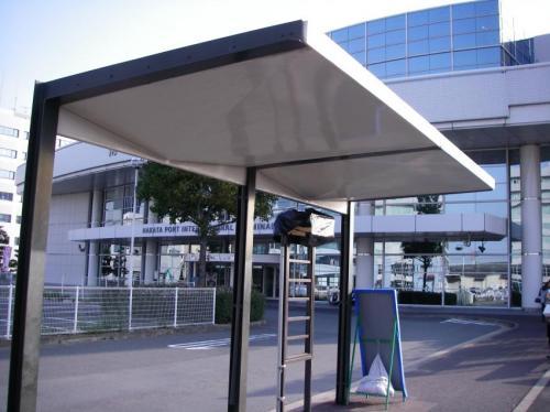 現在の旧中央ふ頭バス停。寂しい風景である